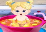 العاب استحمام البنت الامورة الصغيرة