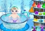 لعبة تنظيف طفل السا بالماء والصابون